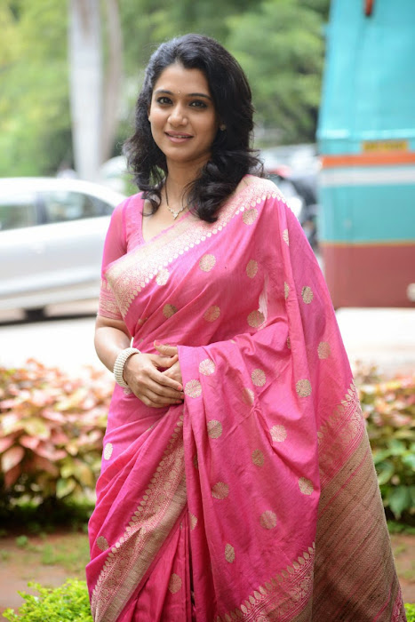 urmila gorgeous looking shoot in pink saree actress pics