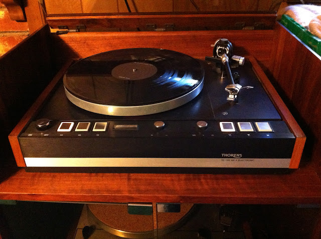 Revolver 38 thorens td 126 mkii belt drive turntable for Table th td tf