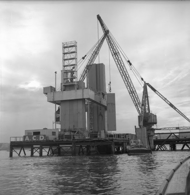 A main lift. Images from the Hugh O'Neill collection of the construction of the Forth Road Bridge.