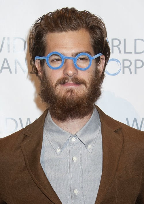 For a good cause | Beard and glasses: Andrew Garfield differently!