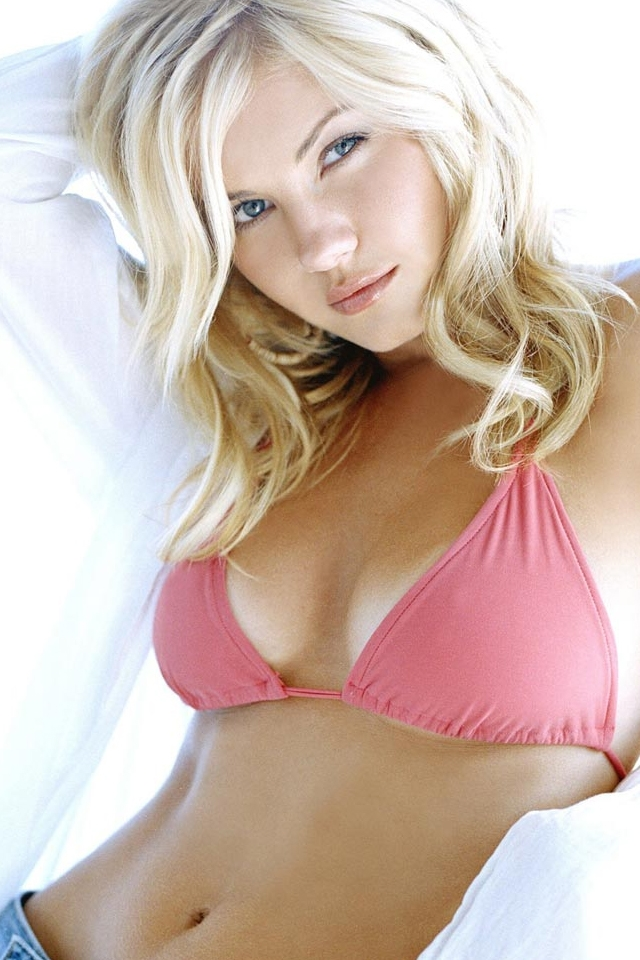 Elisha Cuthbert Is One Of Canada's Most Beautiful Actresses