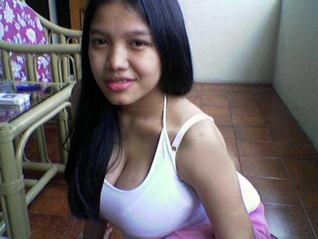 ayam kampus hot telanjang pamer toket dan bokong semok Pic 4 of 35