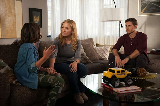 Savannah Paige Rae, Erika Christensen y Sam Jaeger en Happy Birthday, Zeek.