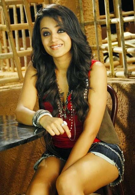 Trisha hot sexy legs and cleavage hd wallpapers