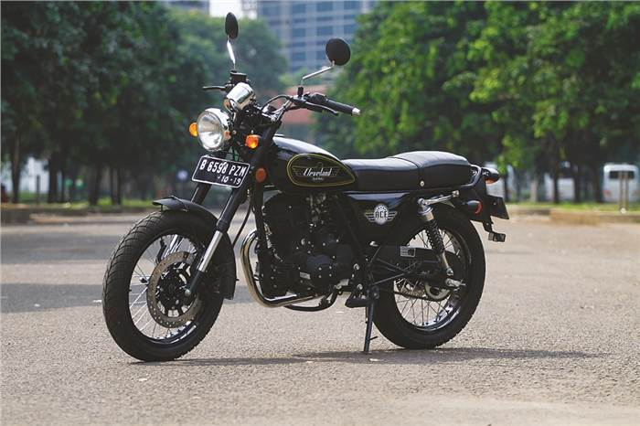 Motorcycle Reviews: Cleveland Tha Ace Deluxe Reviews