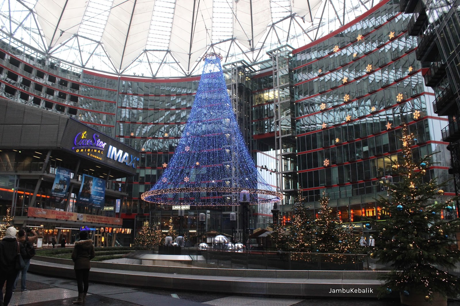 Jalan-Jalan di Berlin, Jerman-4 led christmas tree sony center