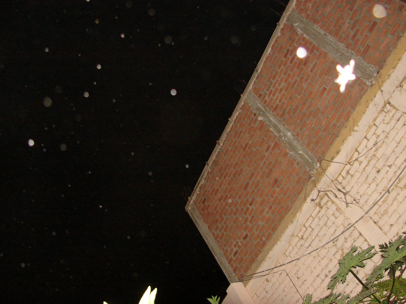 ATENCION-16-septiembre-17-18-19-20-21-...2011 super Avistamiento Ovnis Cielo y pared de-ladrillos