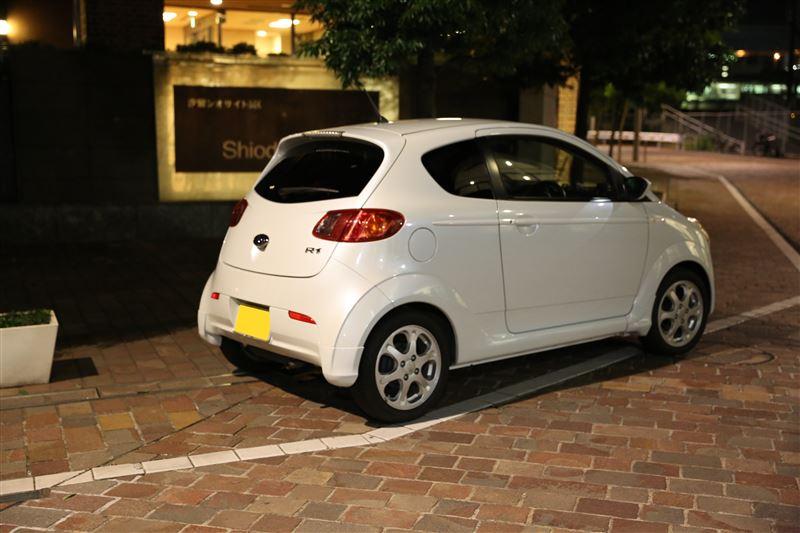 Subaru R1, kei car, małe samochody, mały silnik, oszczędne auta, rynek japoński, zdjęcia w nocy