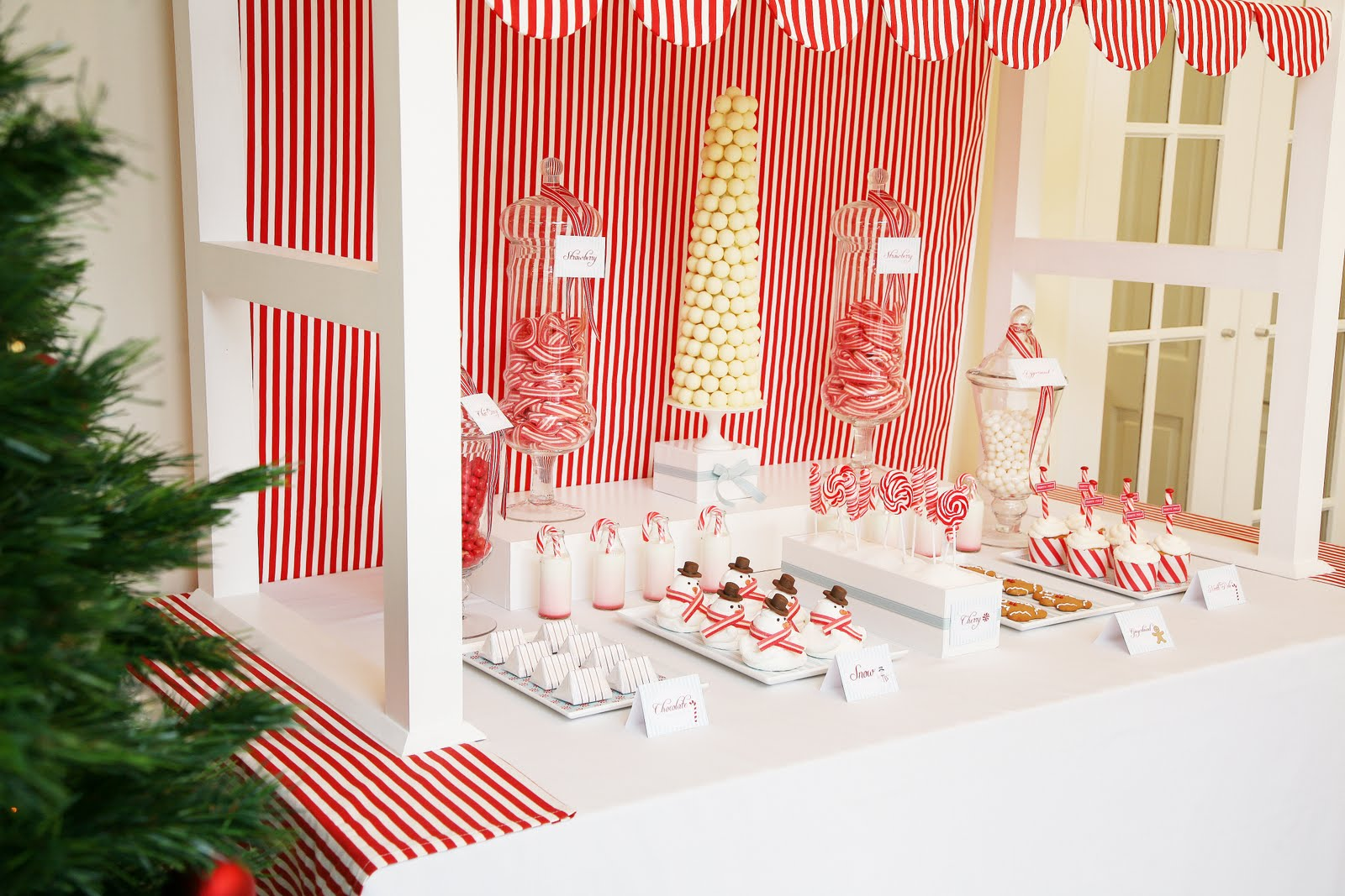 Candyland dessert table ideas design dazzle for Decoration sweet table
