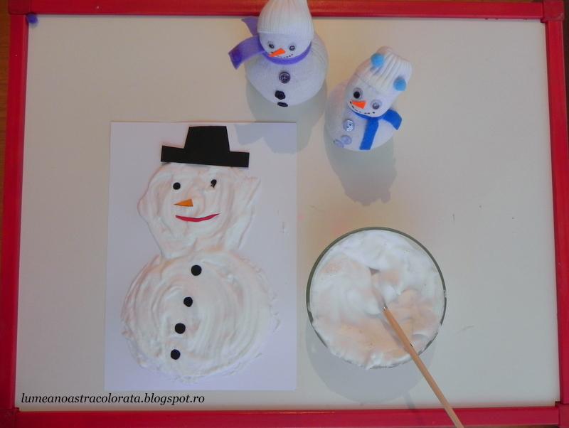 om de zăpadă pictat cu spumă