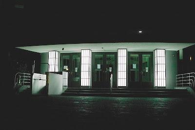 AOK bei Nacht