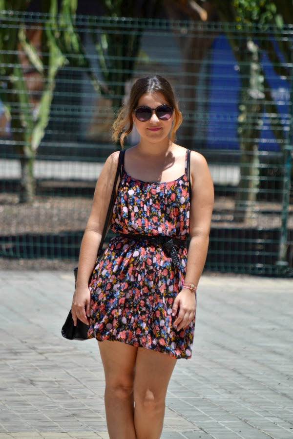 look_outfit_vestido_flores_sandalias_joya_pedreria_nudelolablog_04