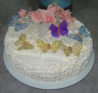 Ana bolos e festas bolos torta de chantilly com borboletas altavistaventures Image collections