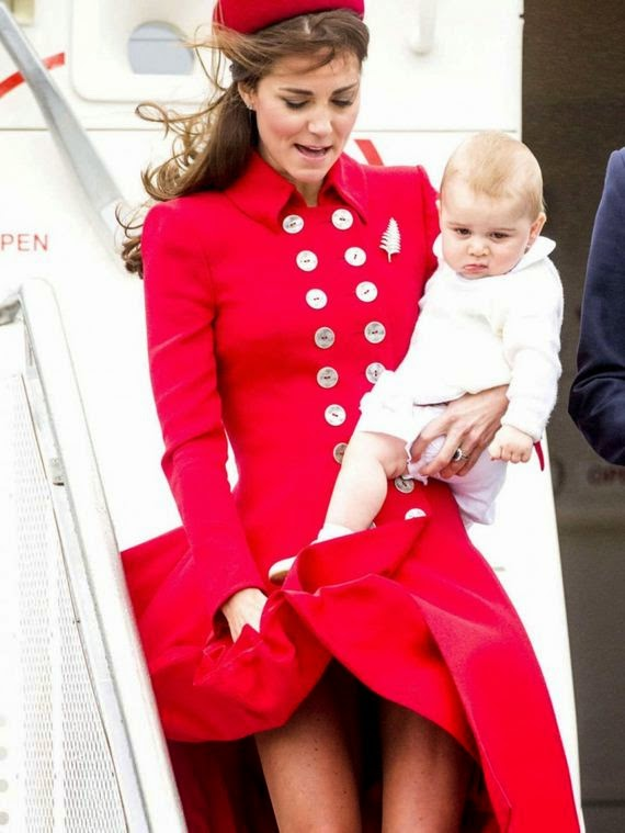 17 Gambar Skirt Kate Middleton Ditiup Angin