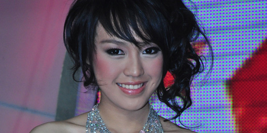 Profil dan Foto Vania Larissa Miss Indonesia 2013