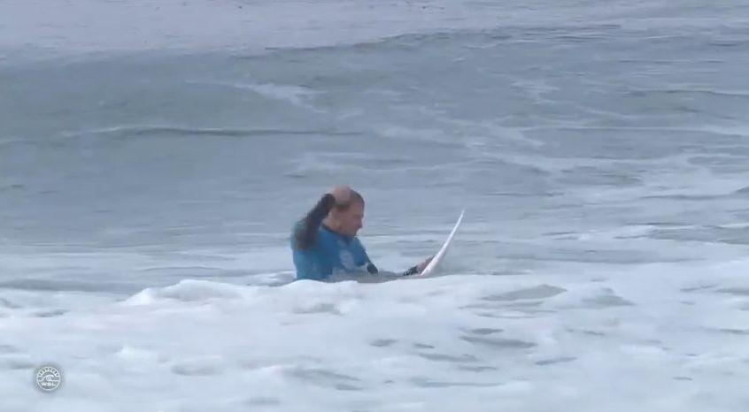 kolohe andino punches his surfboard 01