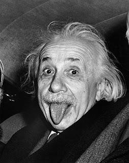 Albert Eistein con la lengua fuera