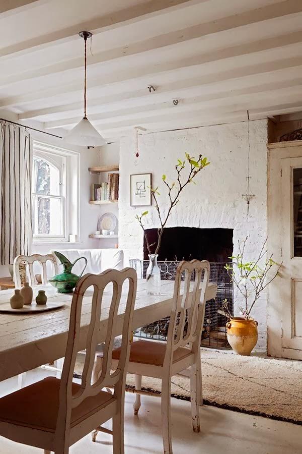 Jadalnia w bieli, rustykalne dekoracje w jadalni, eklektyczne wnętrze