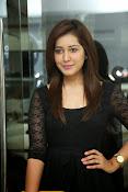 Rashi Kanna latest glam pics-thumbnail-19