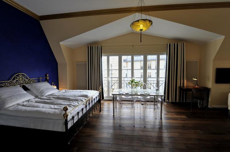 village the dude hotel berlin. Black Bedroom Furniture Sets. Home Design Ideas