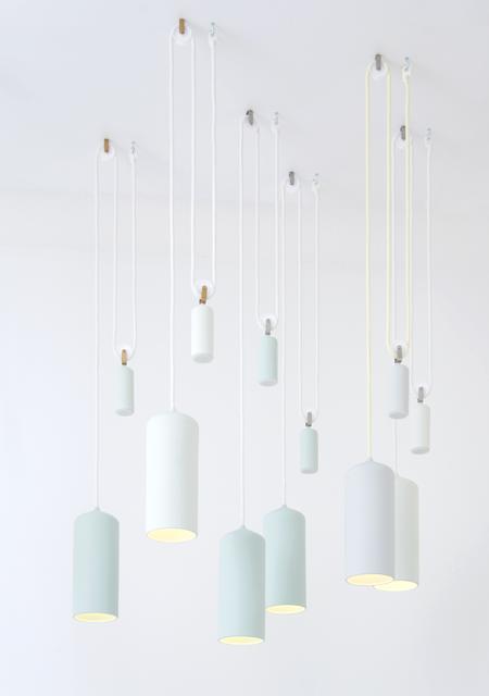 porcelæns lamper med et rustikt hejsesystem