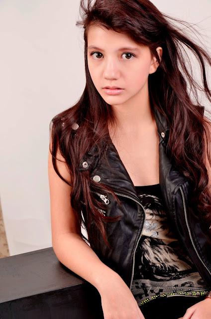 Kumpulan Foto Cassandra WINXS baju hitam hot
