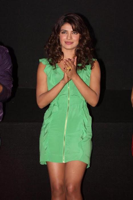 """priyanka chopra, ileana at """"barfi"""" trailer launch photo gallery"""