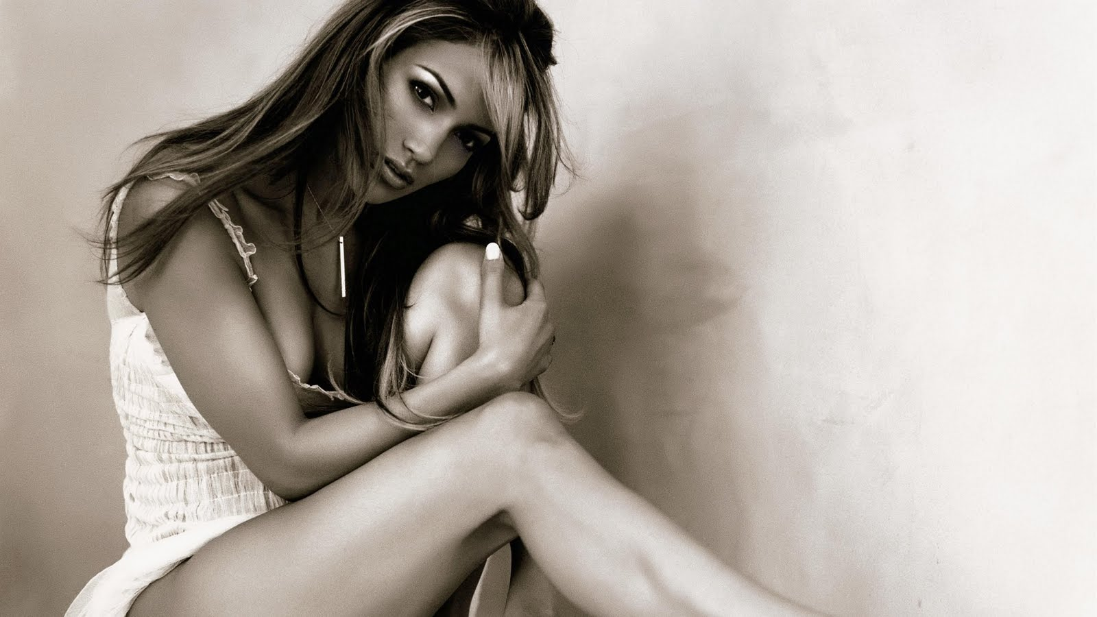http://4.bp.blogspot.com/-q51QjpKPDK0/Tc4Z_5jxhSI/AAAAAAAAD1g/LBQljiRysLg/s1600/jennifer_lopez_hot_wallpapers-02.jpg