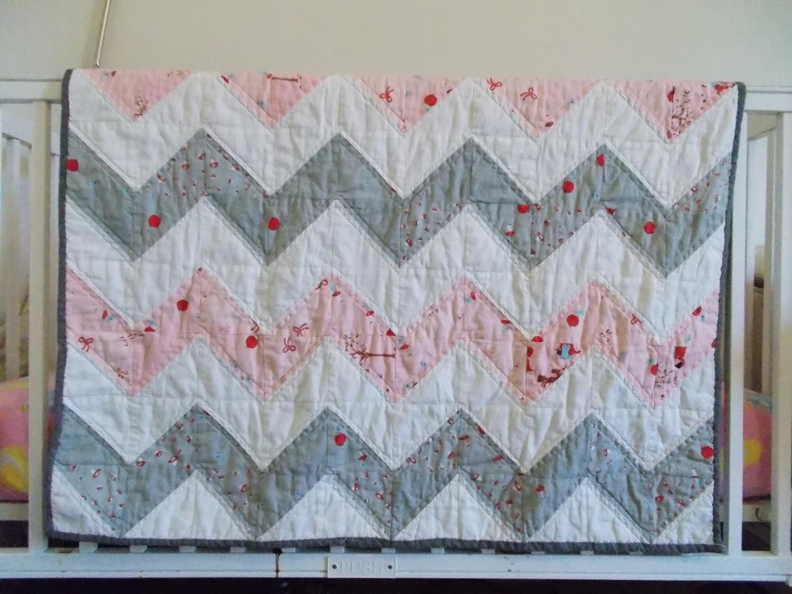 Books Lists Life: Chevron baby quilt or Half Square Triange (HST ... : chevron baby quilt - Adamdwight.com