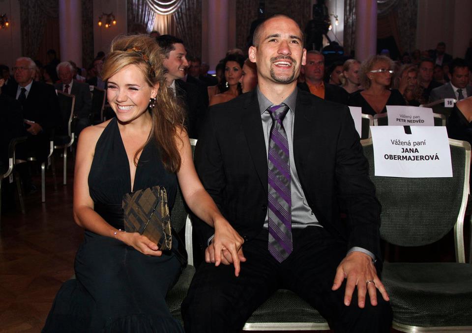 Swisshabs plekanec et sa femme lucie une remise de prix for Annonceur maison du canadien