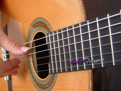 Guitar rẻ tiền