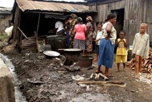 poverty in nigeria Nigeria has one of the world's highest economic growth rates, averaging 74% according to the nigeria economic report released in july 2014 by the world bank poverty still remains significant at 331% in africa's biggest economy.