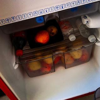 saúde, limpeza, higiene na geladeira, bem estar, bactérias na geladeira, alimentos, dicas para limpar a geladeira, germes, organizar alimentos na geladeira,