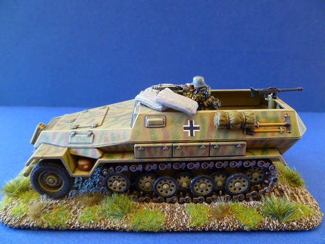 SdKfz 251/1 Ausf B Solido, tireur Bolt Action
