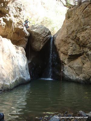 Cascada con dos cuerdas para descender