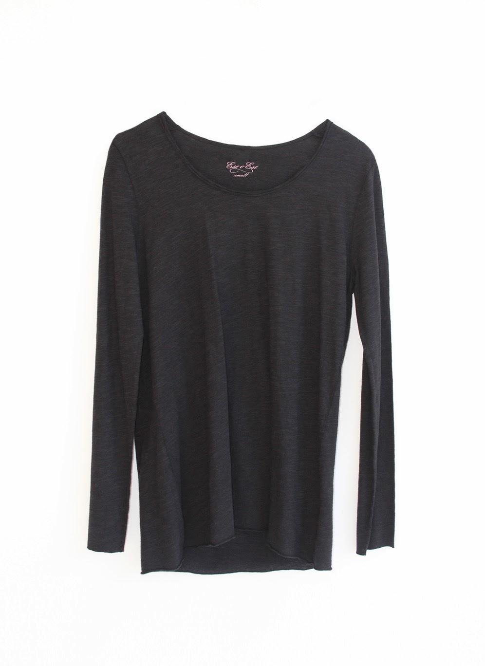 Camiseta básica en negro y manga larga de eseOese