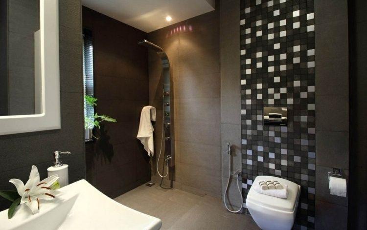 Baños Elegantes Para Casa:de las paredes irradian su carácter elegante que se realza con la de