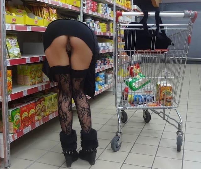 Mulher Pelada Fazendo compras pelada