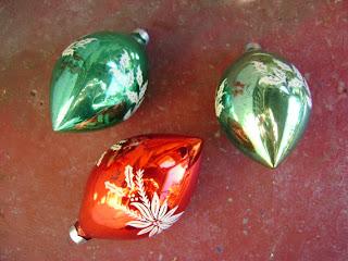 Decoración Navideña, con Ornamentos en Forma de Gota