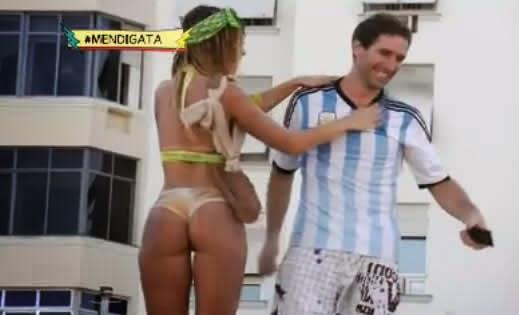 A garota Mendigata da turma do Pânico da Band apronta com turistas do Rio de Janeiro. Confira vídeo