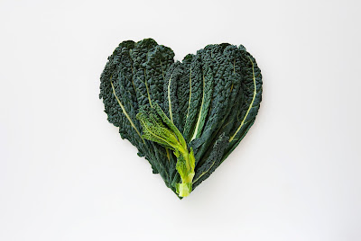 http://www.huffingtonpost.com/2013/07/30/kale-facts-nutrition-info_n_3671210.html