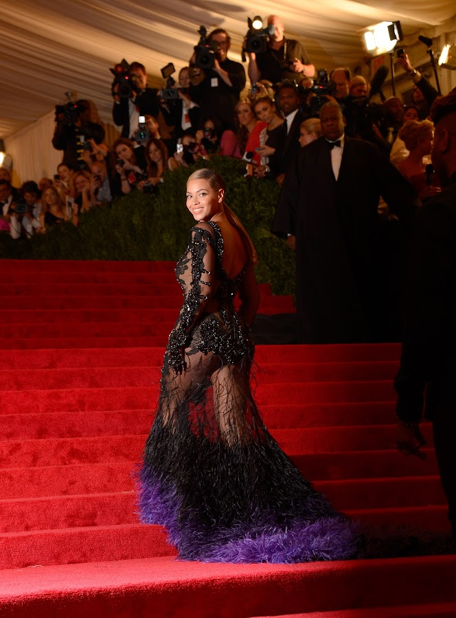 Beyonce dressed like a pecock at the 2012 Costume Institute Gala