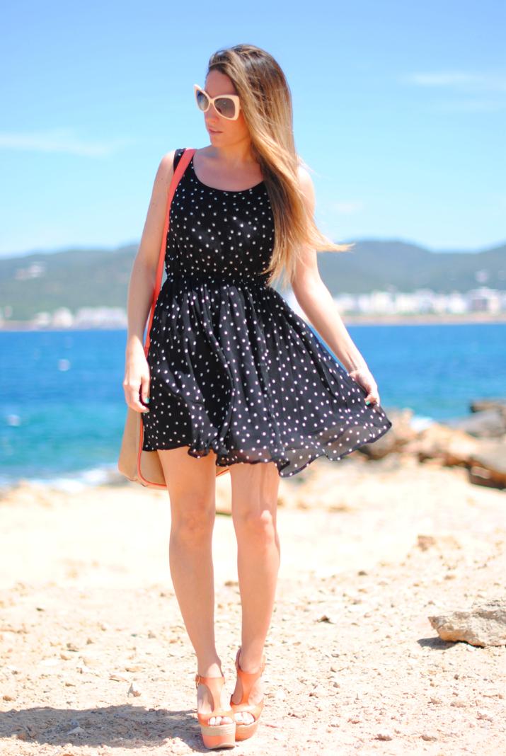 Vestido lunares en blog de moda de Barcelona