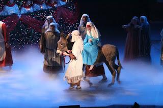 Broadway Church Singing Christmas Tree