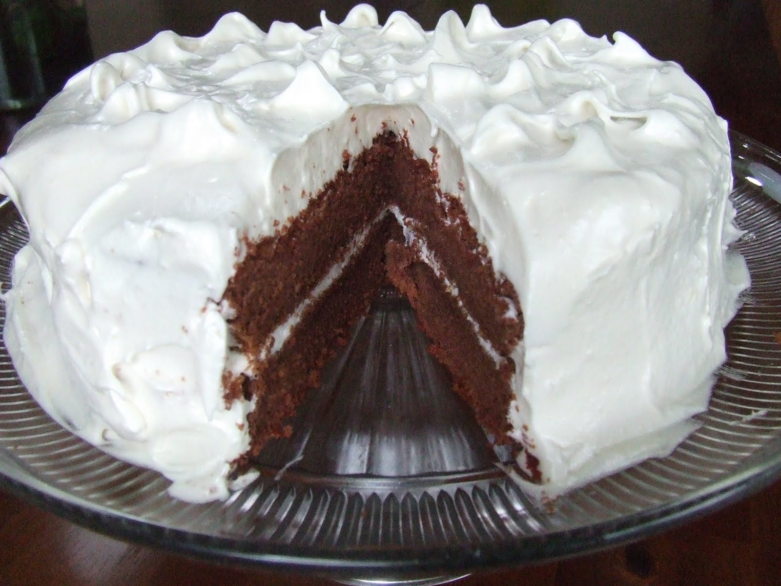 Cake With Icing Sugar Recipe : Fluffy White Frosting Recipe   Dishmaps