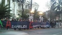 Exigen Asamblea Constituyente rodeando el Congreso en Santiago