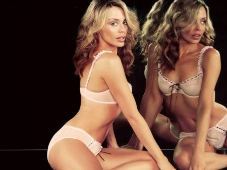Kylie Minogue hot bikini body model