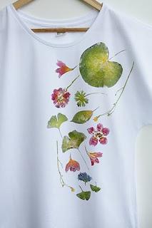 naturalne rosliny odbite na koszulkach