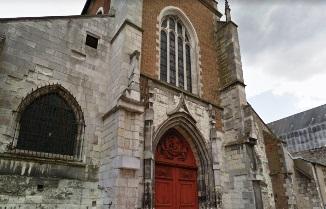 """Biserici din Franța incendiate și vandalizate cu cuvintele """"Allahu Akbar"""""""