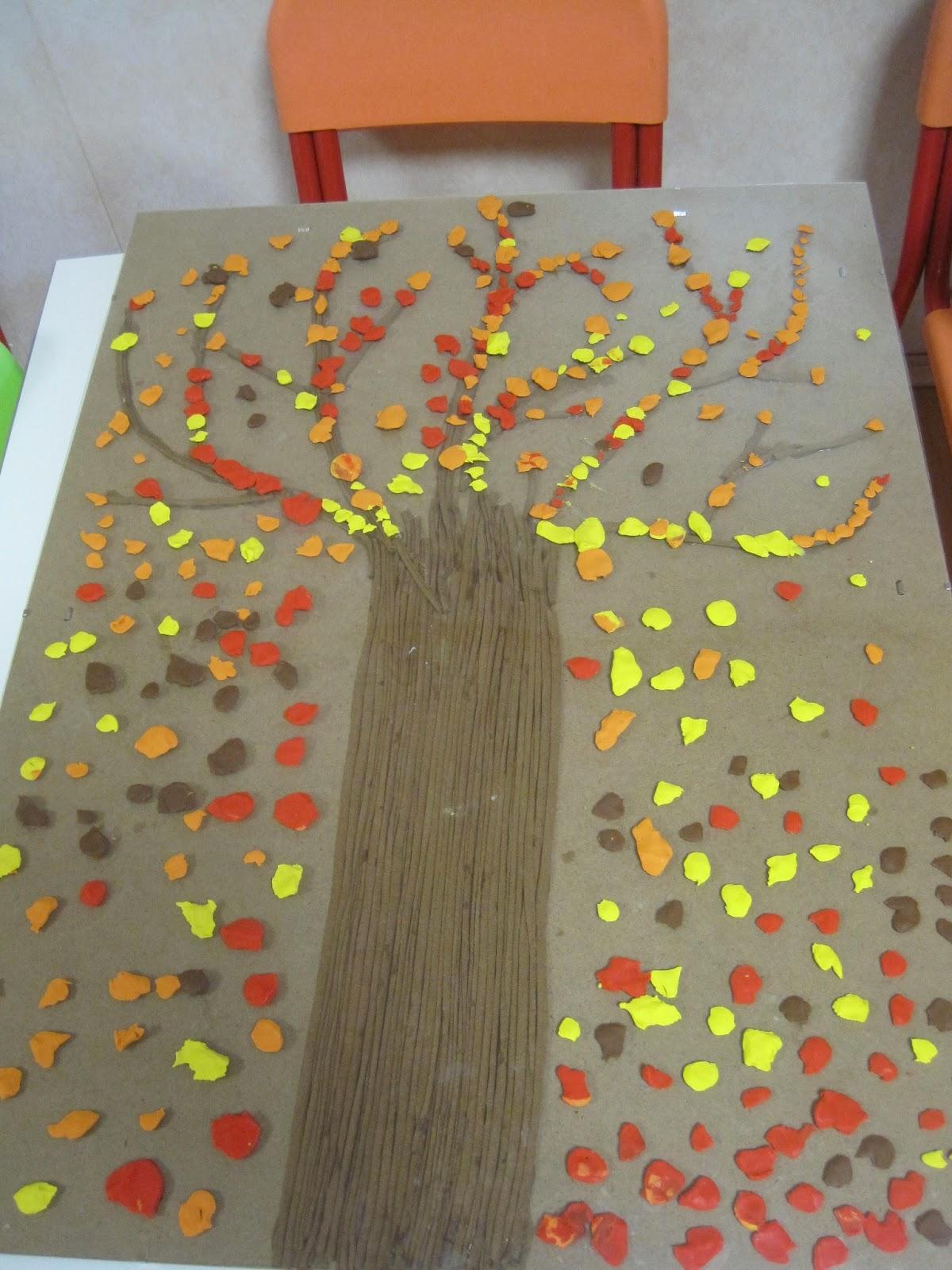 Coco tra coccole e colori l 39 albero delle stagioni for Addobbi porta autunno